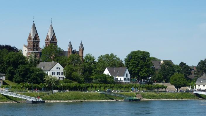 Blick vom Rhein auf Alt-Wesseling