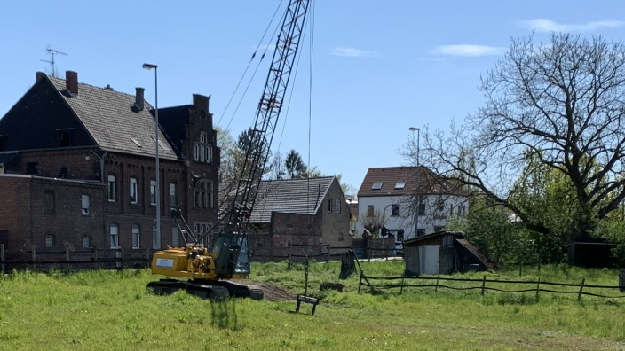 Bagger auf Thelens Wiese